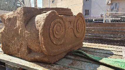 https://www.ragusanews.com//immagini_articoli/10-07-2020/attacco-a-samona-capitello-greco-no-di-inizio-900-240.jpg