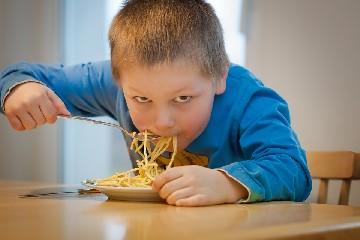 https://www.ragusanews.com//immagini_articoli/10-07-2020/dieta-bambini-gli-errori-da-evitare-a-tavola-240.jpg