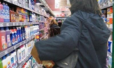https://www.ragusanews.com//immagini_articoli/10-07-2020/furti-nei-centri-commerciali-ragusani-arrestata-coppia-di-avola-240.jpg