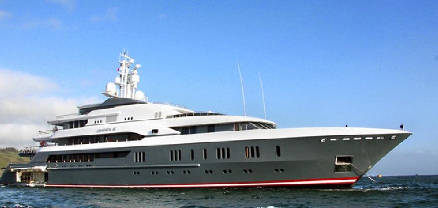 http://www.ragusanews.com//immagini_articoli/10-08-2016/yacht-il-queen-k-passa-da-donnalucata-in-direzione-marina-di-ragusa-420.jpg