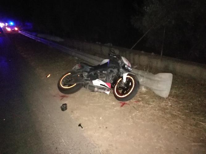 http://www.ragusanews.com//immagini_articoli/10-08-2017/incidente-modicamarina-modica-grave-motociclista-anni-500.jpg
