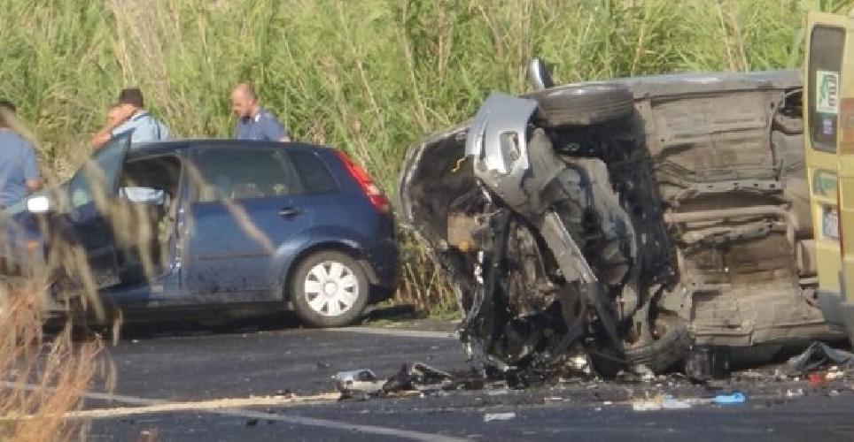 http://www.ragusanews.com//immagini_articoli/10-08-2017/incidente-ragusacatania-grave-mamma-36enne-500.jpg