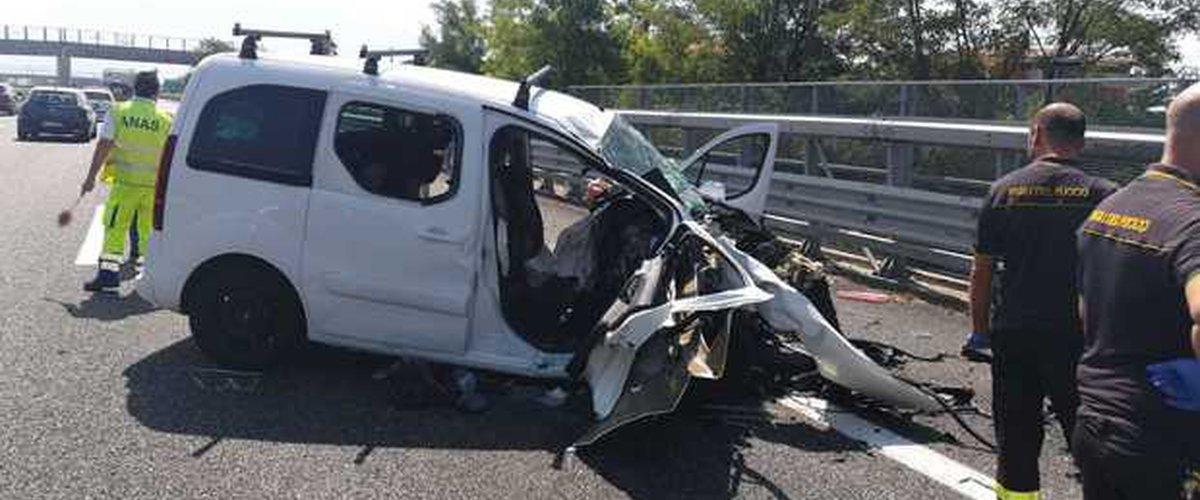 https://www.ragusanews.com//immagini_articoli/10-08-2019/padre-e-figlio-gelesi-morti-in-incidente-al-rientro-da-roma-500.jpg