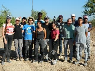 https://www.ragusanews.com//immagini_articoli/10-08-2020/archeologia-studenti-univeristari-nello-scavo-archeologico-di-chiaramonte-240.jpg