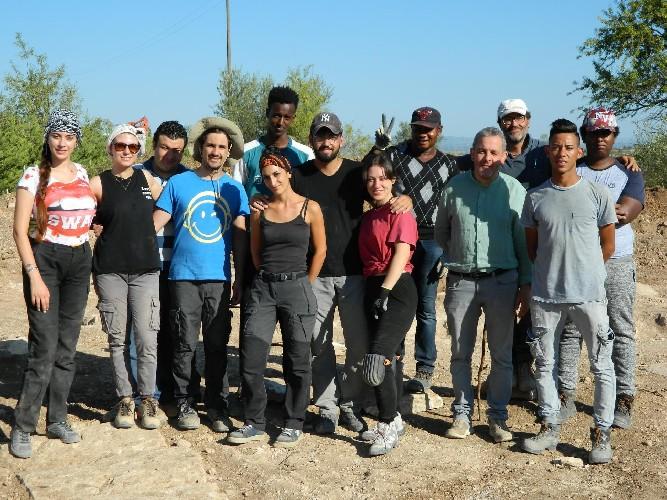 https://www.ragusanews.com//immagini_articoli/10-08-2020/archeologia-studenti-univeristari-nello-scavo-archeologico-di-chiaramonte-500.jpg