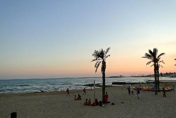 https://www.ragusanews.com//immagini_articoli/10-08-2020/marina-di-ragusa-spiagge-aperte-di-notte-il-10-e-14-agosto-240.jpg