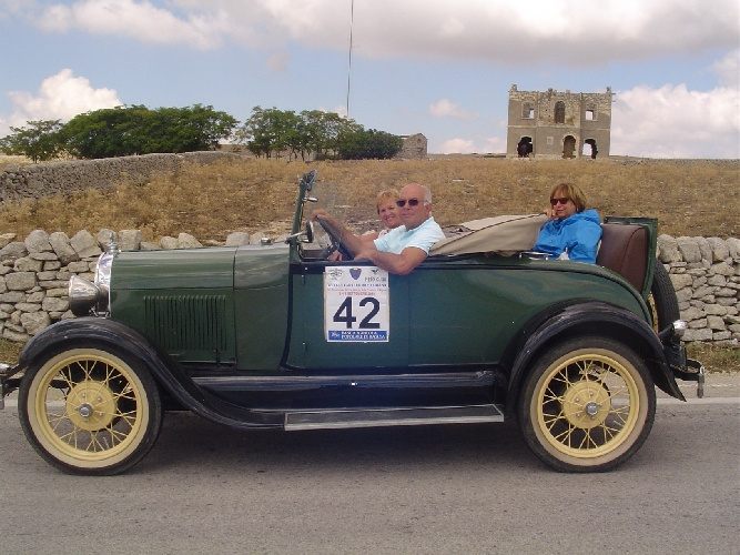 https://www.ragusanews.com//immagini_articoli/10-09-2014/una-ford-a-del-1928-nell-autogiro-ibleo-500.jpg