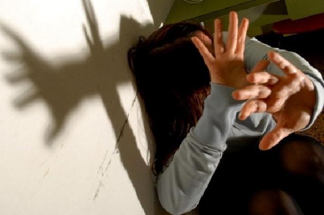 http://www.ragusanews.com//immagini_articoli/10-09-2016/anni-di-violenza-in-famiglia-arrestato-rumeno-420.jpg