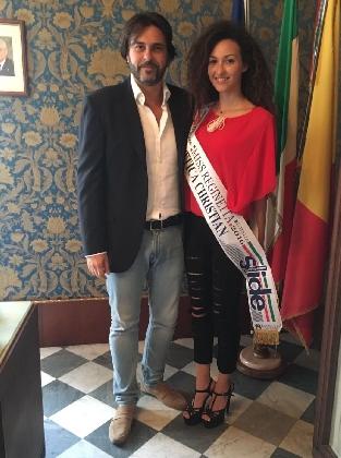 http://www.ragusanews.com//immagini_articoli/10-09-2016/miss-reginetta-d-italia-a-palazzo-iacono-420.jpg