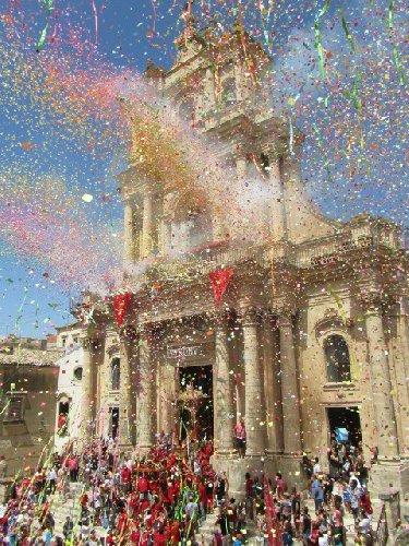 https://www.ragusanews.com//immagini_articoli/10-09-2018/giarratana-finanziata-chiesa-solo-500.jpg