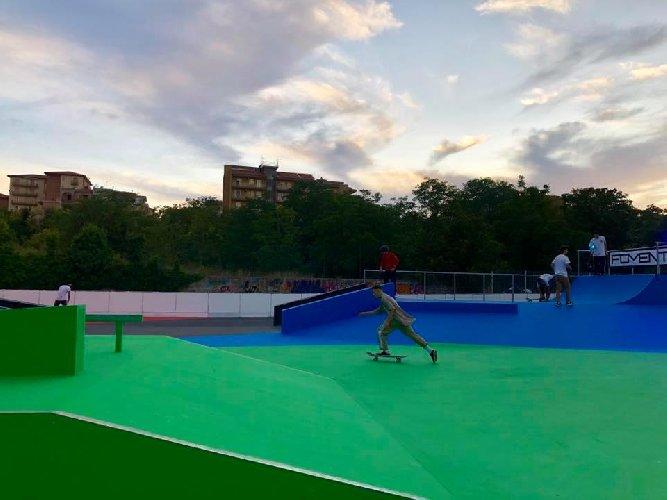 https://www.ragusanews.com//immagini_articoli/10-09-2019/1568103098-ragusa-ecco-lo-skatepark-toto-ottaviano-1-500.jpg