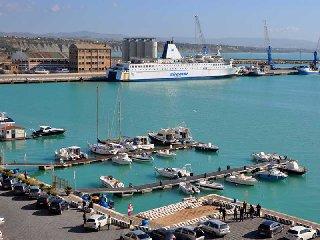 https://www.ragusanews.com//immagini_articoli/10-09-2019/navi-da-crociera-faranno-tappa-a-porto-empedocle-per-camilleri-240.jpg