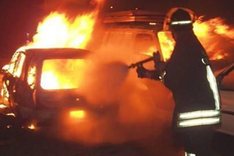 https://www.ragusanews.com//immagini_articoli/10-09-2020/incendiata-un-alfa-stelvio-a-donnalucata-500.jpg