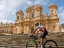 https://www.ragusanews.com//immagini_articoli/10-09-2021/da-noto-prende-il-via-il-giro-della-sicilia-100.jpg