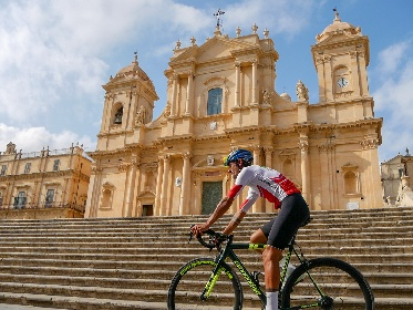 https://www.ragusanews.com//immagini_articoli/10-09-2021/da-noto-prende-il-via-il-giro-della-sicilia-280.jpg