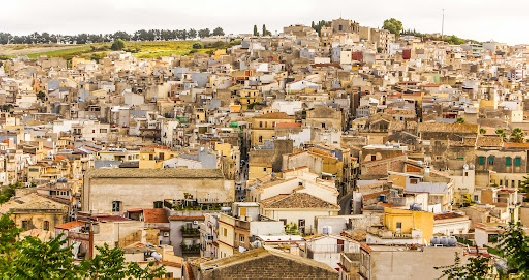 https://www.ragusanews.com//immagini_articoli/10-09-2021/nuove-case-a-1-euro-in-sicilia-280.jpg