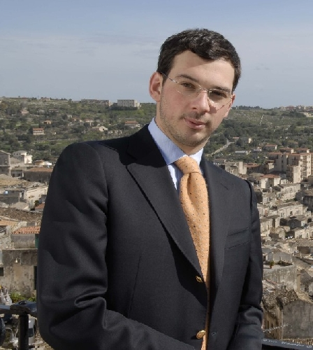 https://www.ragusanews.com//immagini_articoli/10-10-2013/avvertimento-al-giornalista-paolo-borrometi-sfregiata-la-fiancata-dellauto-500.jpg