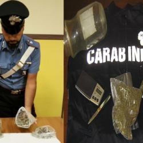 http://www.ragusanews.com//immagini_articoli/10-10-2015/droga-arrestato-un-37enne-500.jpg