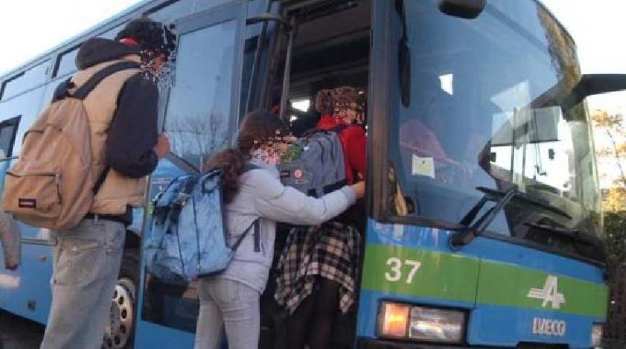 http://www.ragusanews.com//immagini_articoli/10-10-2015/se-allo-scuolabus-si-rompono-i-freni-500.jpg