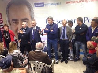 http://www.ragusanews.com//immagini_articoli/10-10-2017/scicli-inaugurato-comitato-elettorale-orazio-ragusa-240.jpg