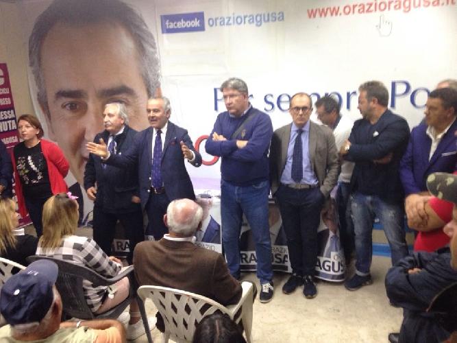 http://www.ragusanews.com//immagini_articoli/10-10-2017/scicli-inaugurato-comitato-elettorale-orazio-ragusa-500.jpg