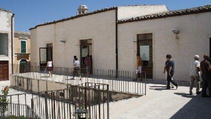 https://www.ragusanews.com//immagini_articoli/10-10-2019/cga-legittimo-che-ex-provincia-dia-meno-soli-a-universita-ragusa-240.jpg