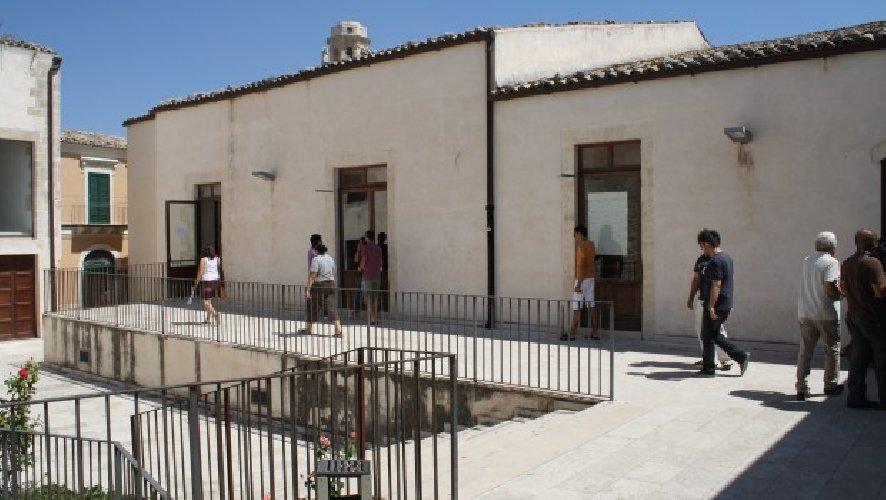 https://www.ragusanews.com//immagini_articoli/10-10-2019/cga-legittimo-che-ex-provincia-dia-meno-soli-a-universita-ragusa-500.jpg
