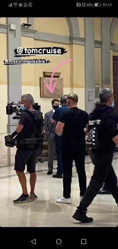 https://www.ragusanews.com//immagini_articoli/10-10-2020/1602344258-tom-cruise-a-roma-con-la-moto-della-polizia-mission-impossible-7-1-500.jpg