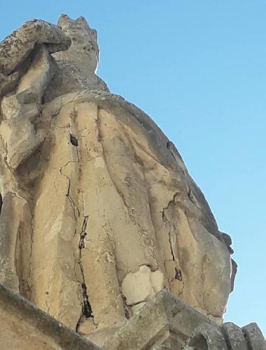 https://www.ragusanews.com//immagini_articoli/10-10-2021/si-restaurano-i-santoni-della-scalinata-di-san-pietro-a-modica-500.jpg