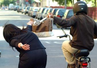 http://www.ragusanews.com//immagini_articoli/10-11-2011/scippo-a-ispica-condannato-maurizio-iaci-240.jpg
