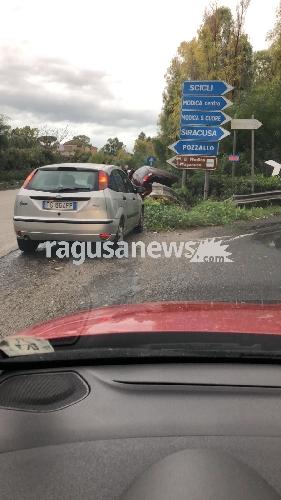 http://www.ragusanews.com//immagini_articoli/10-11-2017/maltempo-auto-finisce-cespuglio-feriti-ragusamodica-500.jpg