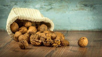 https://www.ragusanews.com//immagini_articoli/10-11-2019/dieta-in-autunno-dimagrire-con-le-noci-240.jpg