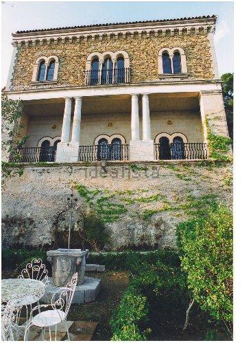 https://www.ragusanews.com//immagini_articoli/10-11-2020/aaa-vendedi-villa-a-taormina-a-10-milioni-astenersi-perditempo-500.jpg