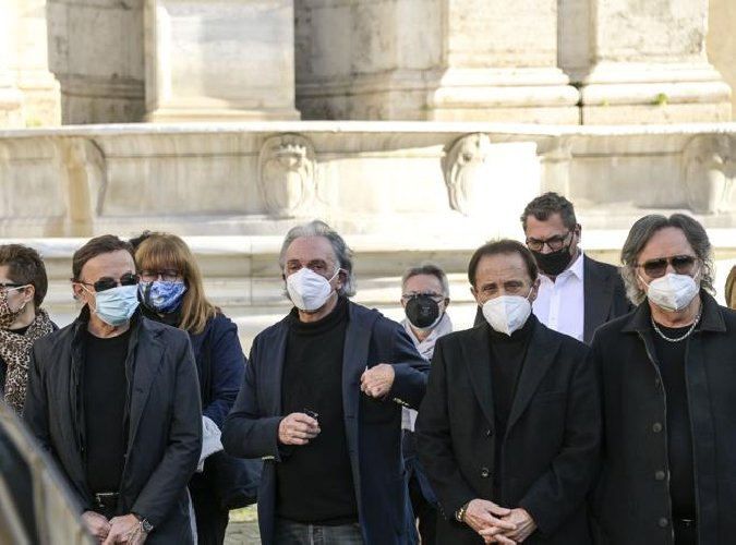 Commozione a Roma per l'ultimo saluto a Stefano D'Orazio