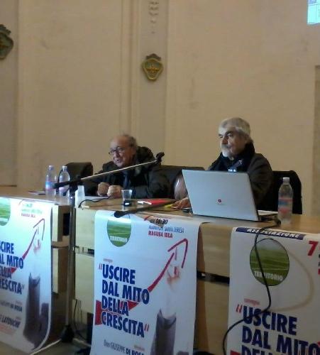 https://www.ragusanews.com//immagini_articoli/10-12-2012/la-crescita-economica-un-mito-parola-di-serge-latouche-a-ragusa-500.jpg