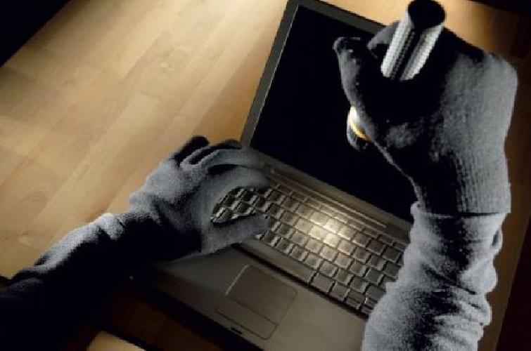 https://www.ragusanews.com//immagini_articoli/10-12-2013/modica-hanno-rubato-i-computer-a-scuola-500.jpg