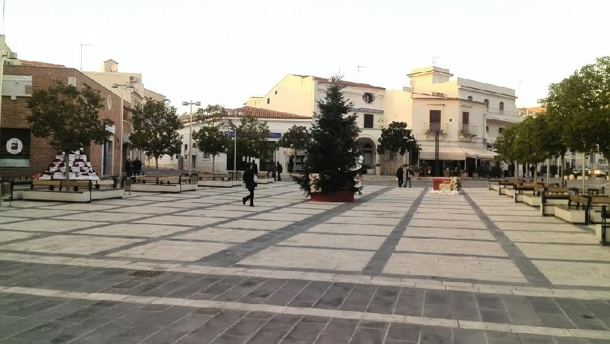 http://www.ragusanews.com//immagini_articoli/10-12-2014/a-marina-non-e-arrivato-il-natale-500.jpg