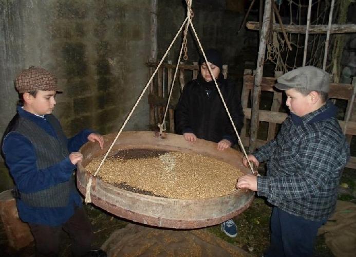 http://www.ragusanews.com//immagini_articoli/10-12-2014/baby-contadini-nel-presepe-di-monterosso-500.jpg