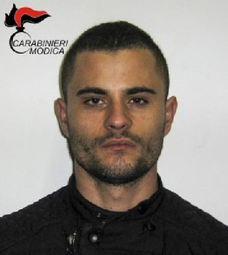 https://www.ragusanews.com//immagini_articoli/10-12-2015/albanese-sguardo-fiero-spacciatore-500.jpg