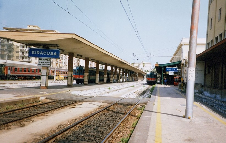 http://www.ragusanews.com//immagini_articoli/10-12-2015/da-lunedi-un-treno-collega-siracusa-a-palermo-in-4-ore-500.jpg