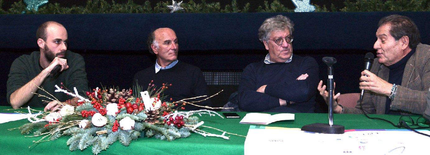 https://www.ragusanews.com//immagini_articoli/10-12-2019/carlo-sironi-commemora-il-padre-alberto-al-vittoria-film-fest-500.jpg