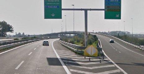 https://www.ragusanews.com//immagini_articoli/10-12-2019/chiuso-un-tratto-di-autostrada-catania-siracusa-240.jpg