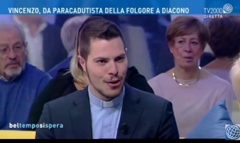 https://www.ragusanews.com//immagini_articoli/10-12-2019/vincenzo-da-paracadutista-a-diacono-video-500.jpg
