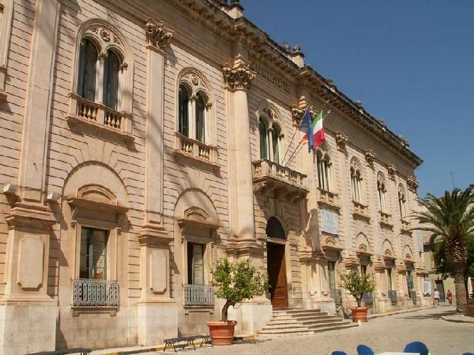 http://www.ragusanews.com//immagini_articoli/11-01-2014/scicli-bilancio-la-regione-nomina-un-commissario-in-sostituzione-del-consiglio-500.jpg