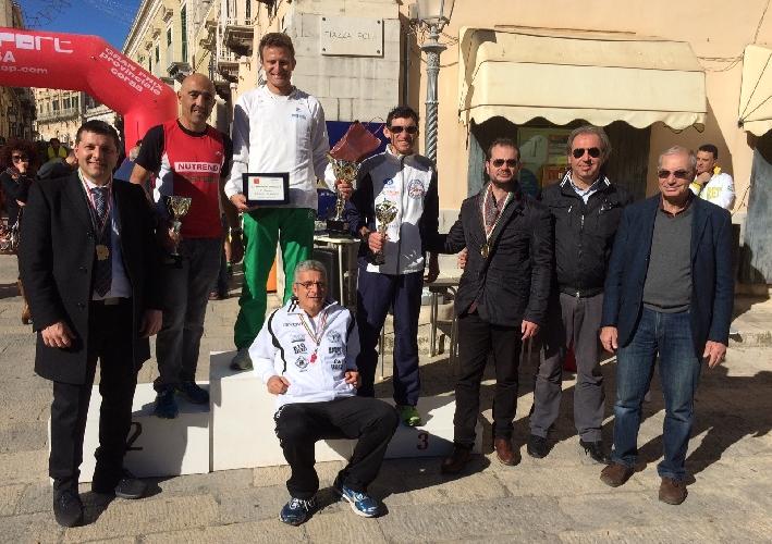 http://www.ragusanews.com//immagini_articoli/11-01-2015/rovella-vince-la-maratona-di-ragusa-500.jpg