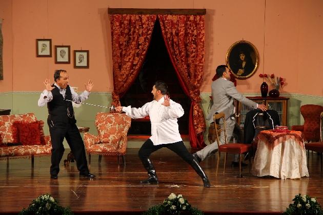 https://www.ragusanews.com//immagini_articoli/11-01-2017/gatto-nero-caturru-scena-teatro-420.jpg