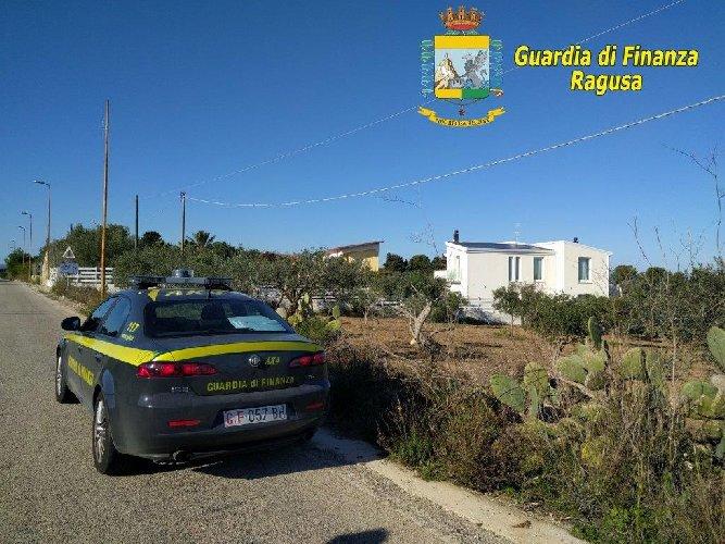 http://www.ragusanews.com//immagini_articoli/11-01-2018/ispica-doveva-essere-invece-casa-estiva-sequestrata-villa-500.jpg