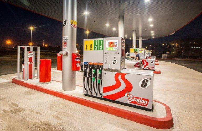 https://www.ragusanews.com//immagini_articoli/11-01-2019/recuperati-litri-carburante-furto-sventato-500.jpg