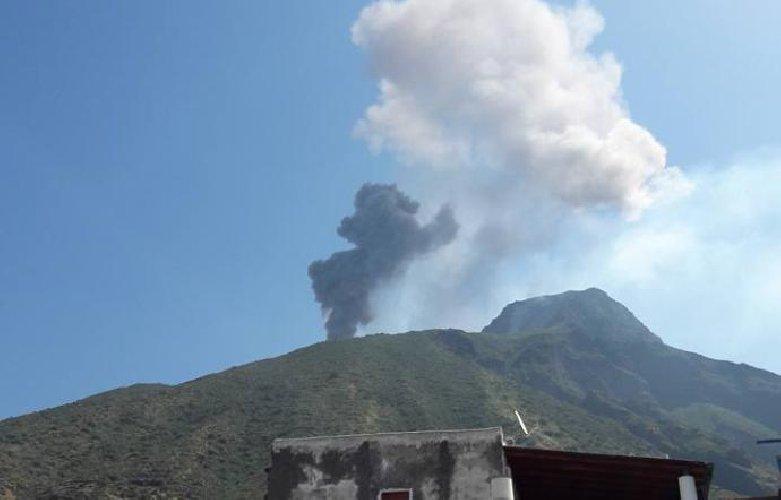 https://www.ragusanews.com//immagini_articoli/11-01-2019/stromboli-eruzione-500.jpg