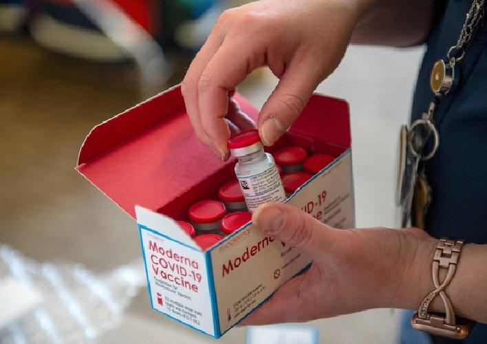 https://www.ragusanews.com//immagini_articoli/11-01-2021/vaccino-moderna-domani-le-prime-consegne-in-italia-500.jpg